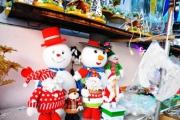 Hướng dẫn cách tự tay  trang trí cửa hàng dịp Noel đơn giản nhất
